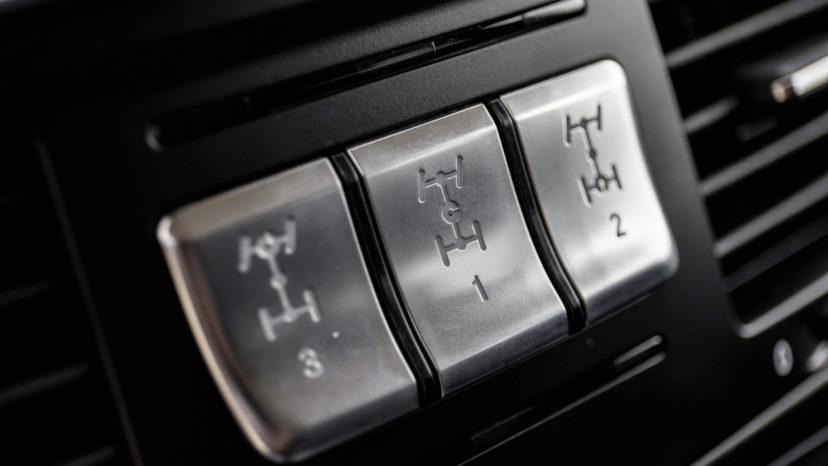 Professional har tre mekaniske, men elektrisk-betjente differentialespær.