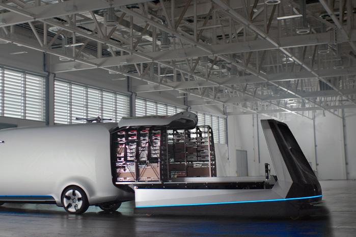 Når chaufføren kommer med varebilen, kører en trolley de færdigpakkede moduler direkte ind i kassen, og bilen er klar til afgang