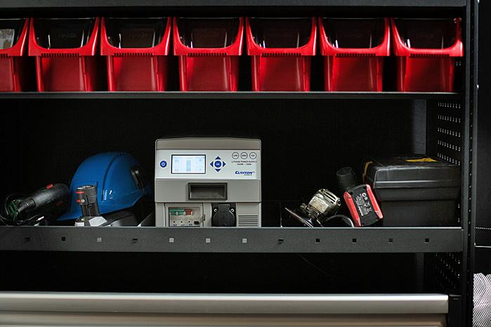 Det er en bastant kasse på 28 kg, men med Lithium-ion batteri har den mere power end 80 kg bilbatteri