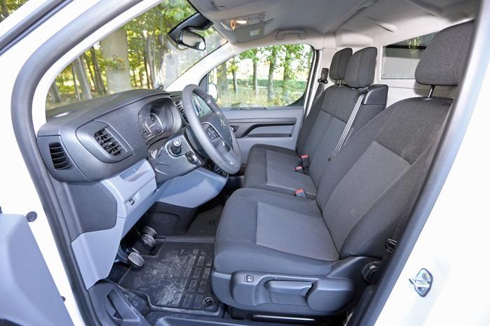 Læg mærke til, hvor god plads der er til at finde den helt rigtige siddestilling i førersædet