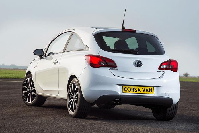 Opel Corsa van har sideruder bag, når den er på danske plader