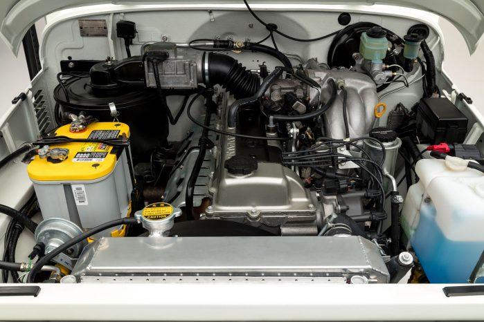 Den 4,5-liters store benzinmotor stammer fra en mere moderne Land Cruiser 80