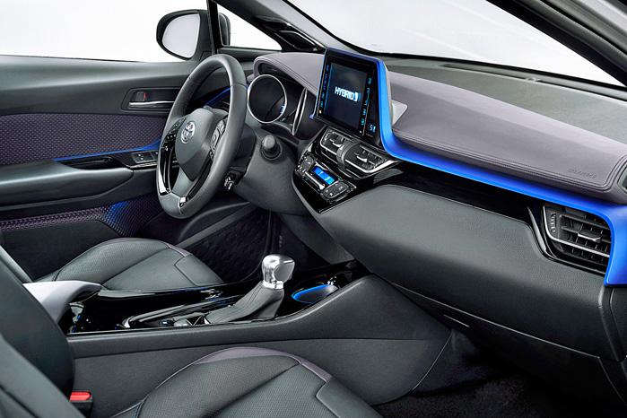 Heller ikke Toyota har knækket koden med at få integreret de store touchskærme naturligt i instrumentbordet