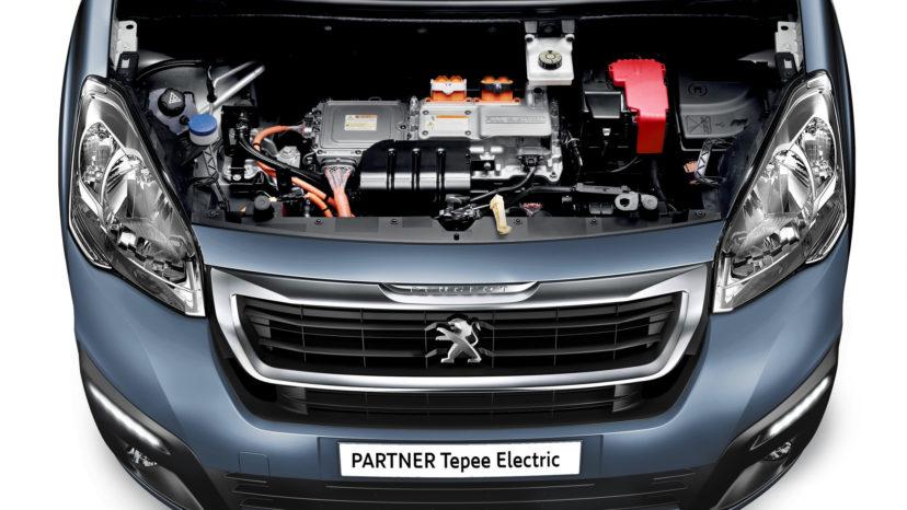 Drivlinje og batteri stammer i virkeligheden fra mikrobilen Mitsubishi iOn og har kun 67 hk.