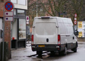 Et af forslagene går ud på at give vare- og lastbiler lov til at standse i en række situationer, hvor der i dag er standsning forbudt.