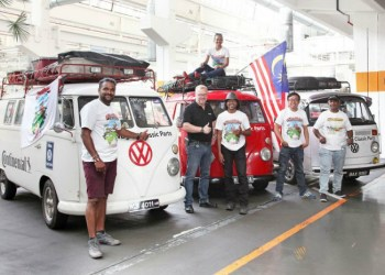 Ankommet til Transporterens hellige haller: Fra venstre Udhaya Kumar, Friedrich Mattiszik (VW), Monica Xavier, Terence Moses, Stephen Pang og Cliften Nathaniel.