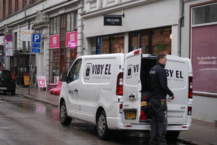 Den 1. juli træder en lovændring i kraft, som skal gøre det lidt nemmere for bl.a. varebiler at finde steder at standse