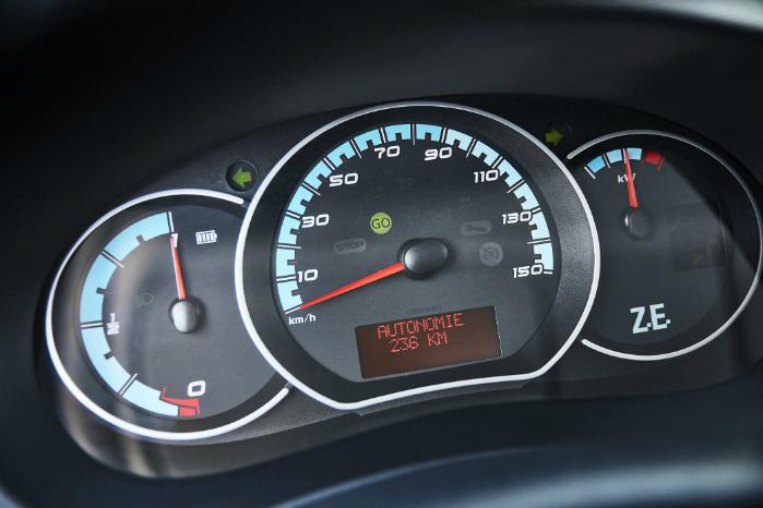 Displayet viser rækkevidden, og Renault bedyrer, at man kan regne med den