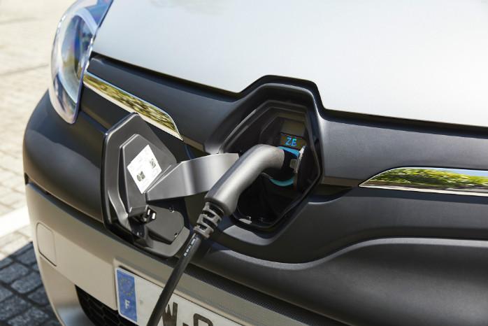 Batteriet på 33 kWh kan oplades på 6 timer. Hurtigladning tilbydes ikke