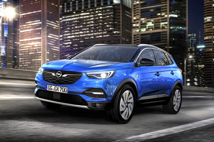 Den nye front og de dobbelte vinger i forlygterne er en del af Opels opgraderede design, som vi så på konceptbilen Monza for to år siden