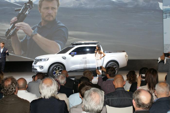 Renault Alaskan blev præsenteret første gang  i foråret 2015 ved et presse-arrangement i Paris