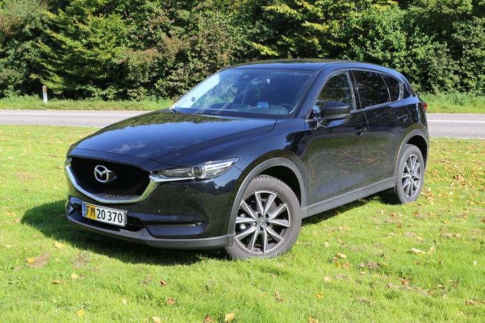Mazdas mellemste - og her til lands største - SUV er langt mere rummelig, end det strømlinede ydre giver udtryk for