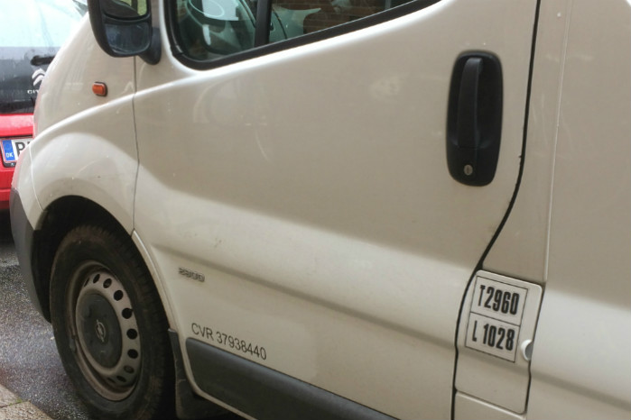 Siden 2013 har det været lovpligtigt at mærke sin varebil med CVR-nummer og firmanavn, men det er så som så med håndhævelsen af loven