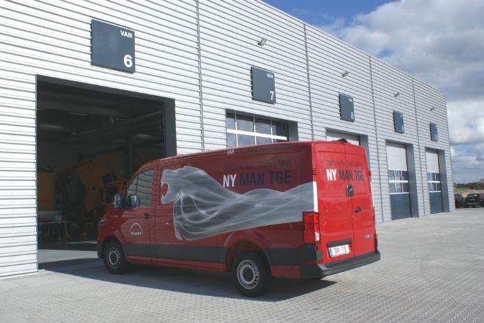 Vognporte i gavlen til servicering af bl.a. MAN TGE er en ide, der har set dagens lys i Esbjerg og som med tiden skal udbredes til andre MAN-centre i Europa