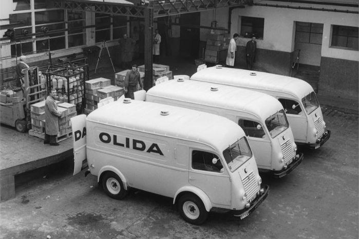 """1954. Virksomheden Olida's flåde af """"Renault 1000 kg"""". Foto: Renault Communication"""