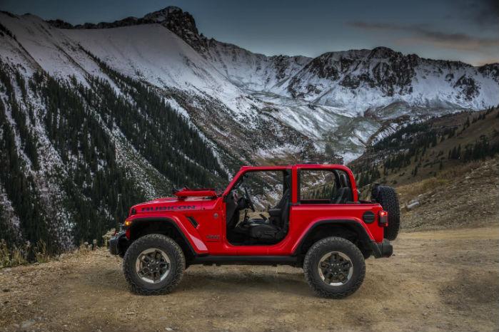 Af med toppen, af med dørene og op i bjergene. Jeep Wrangler er så sandelig skabt af de frihedselskende amerikanere