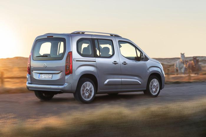 Alt andet end fronten er ens for de tre, men ikke en gang fotografen fik en bil med lidt pynt fra Opel