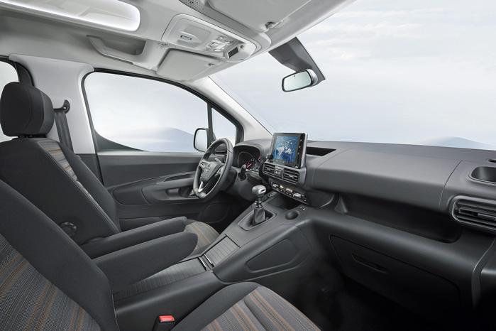 Der er masser af Peugeot 3008 over indretningen, og det kommer i den grad Opel Combo til gavn...