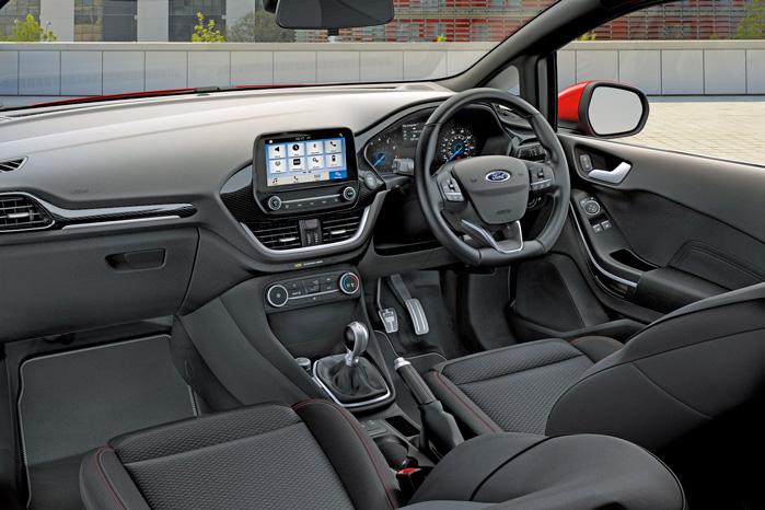 Fordpass app'en kobles til skærmen og kan både overvåge og betjene bilen via telefonen