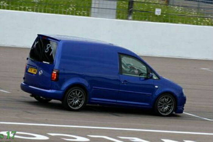 Stephen Gibbons' ombyggede VW Caddy kan i optrækket holde trit med Ferrari Enzo og Porsche 997. Fotos: Stephen Gibbons
