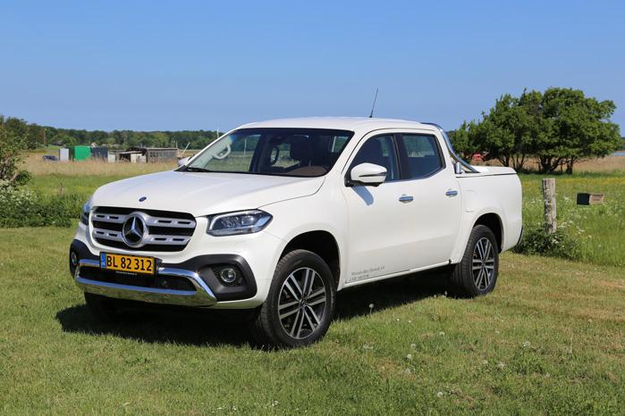 Fronten er unik Mercedes, og læg lige mærke til den flade forrude, der giver et aerodynamisk udtryk bag den store grill