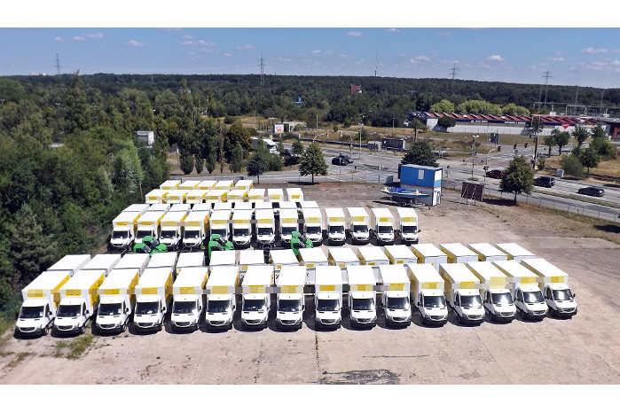En flåde af Mercedes-Sprintere blev rippet for deres katalysatorer. Foto: Politiet