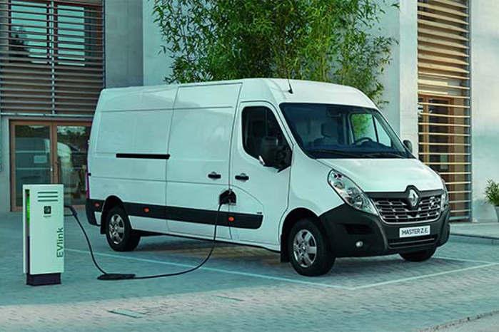 El-biler som Renault Master Z.E. på op til 4250 kg kan snart køres med lille kørekort i Holland