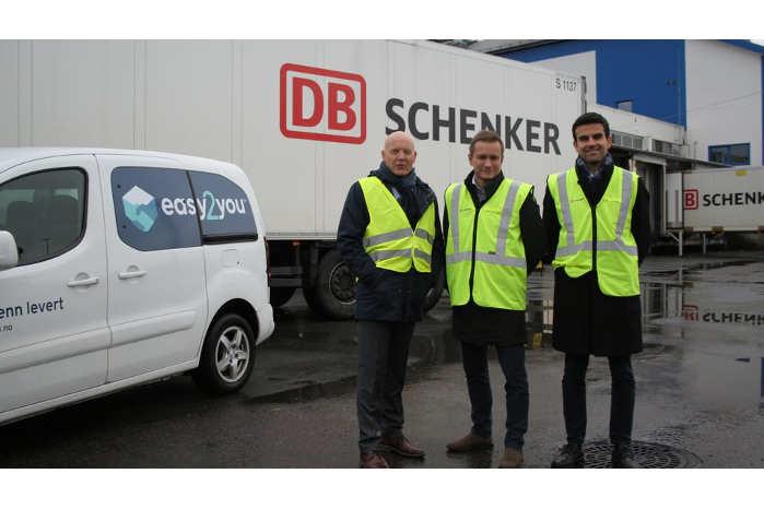 Internethandlende over hele Norge får nu mulighed for at vælge tidspunktet for levering af varer til døren gennem et nyt samarbejde mellem Easy2You og DB Schenker. F.v Per Anders Kartnes, Espen Slyngstad og Vanja Delalic. Foto: Kristin Vist
