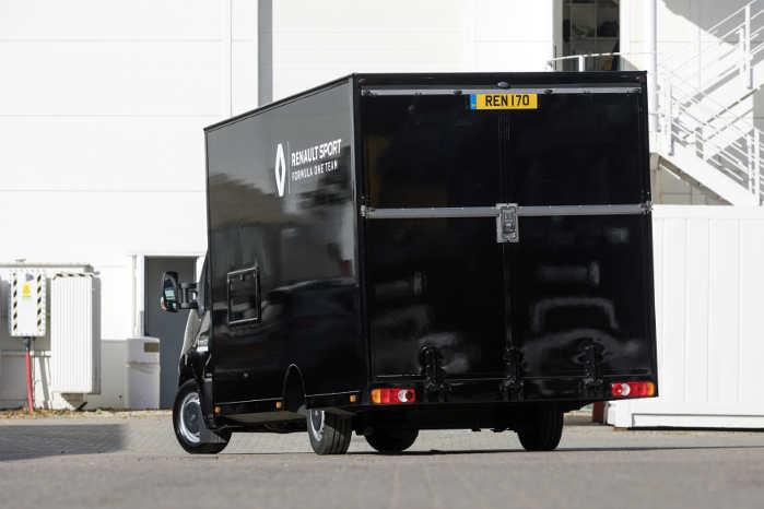 Lasteevnen er 844 kg, hvilket rækker fint til F1-racerens egenvægt på cirka 700 kg