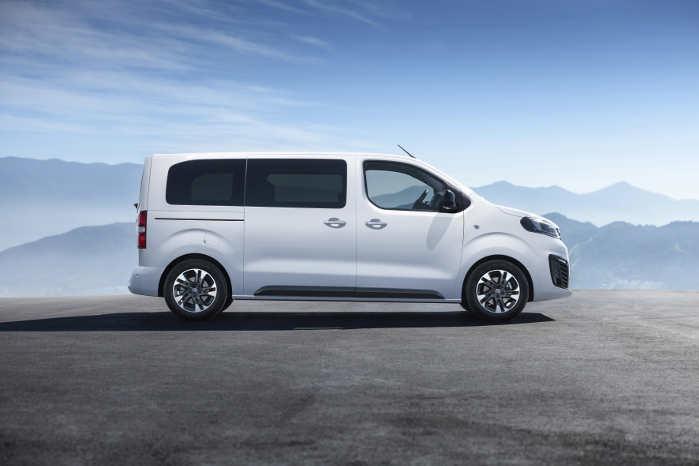 Som minibus kan Opel Zafira Life/Vauxhall Vivaro Life rumme ni personer