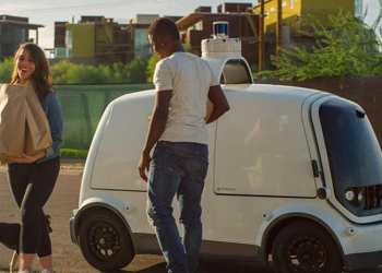 Robotbilen R1 fra Nuro er i fuld gang med at levere dagligvarer i USA. Foto: Nuro