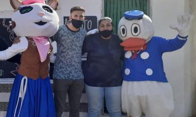 Esdras Palacios y sus hermanas realizaron una cruzada solidaria para el Día del Niño.