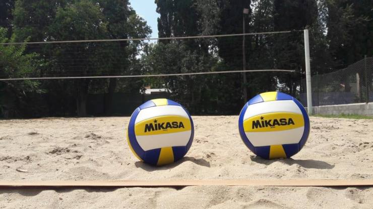 El club de Villa Dálcar habilitó la práctica del beach vóley, pero esta vez con clases y entrenamientos.