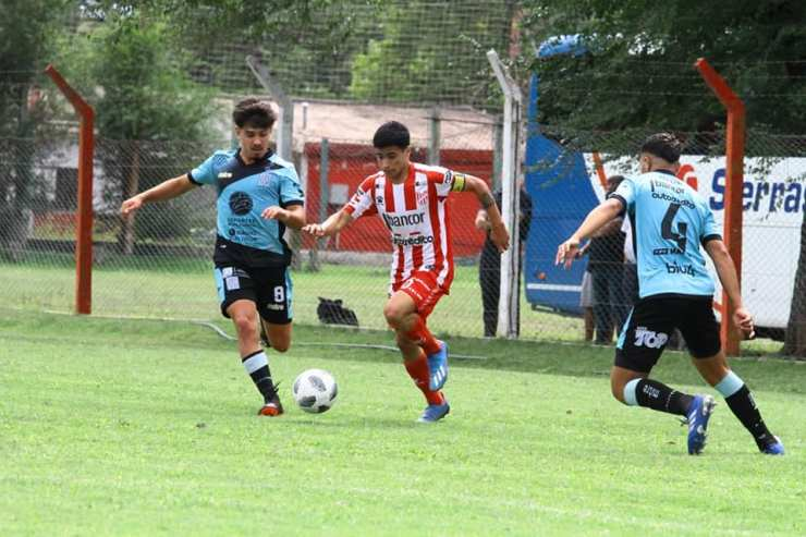 Dos triunfos de Estudiantes en el arranque del Torneo de Verano 2021.