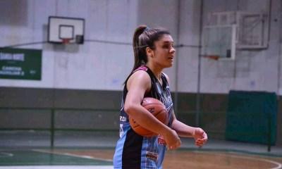 Rocío Dellamea es jugadora de Alberdi y enfermera.