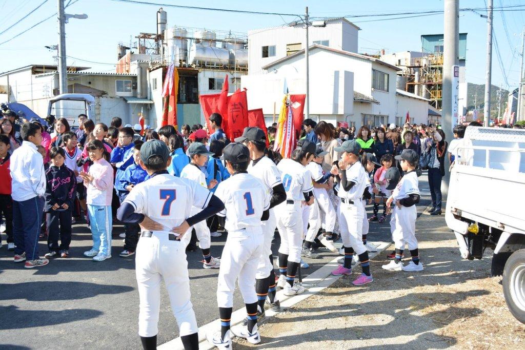 Tim bisbol dari sekolah lokal festival tahara