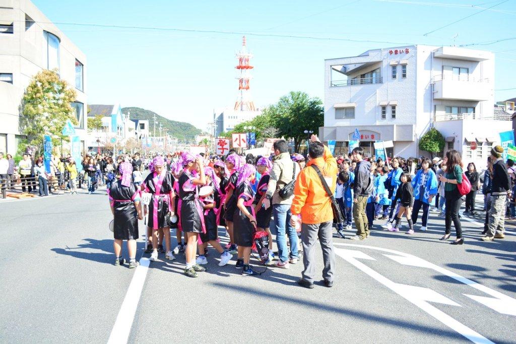 Preparation before dance performance in tahara festival