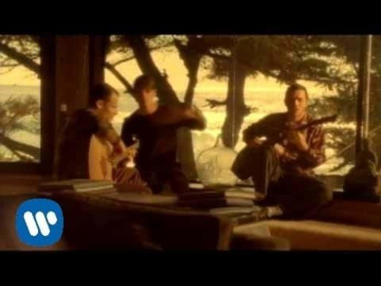 Red Hot Chili Peppers – Road Trippin'