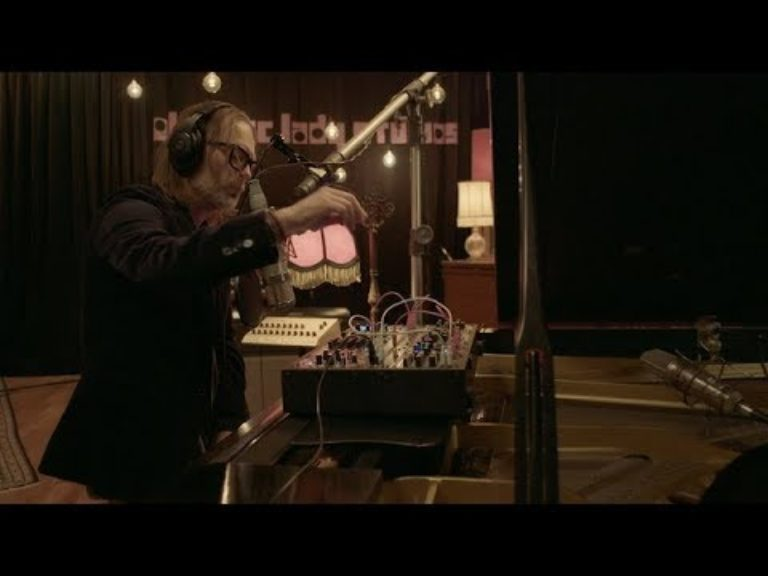 Thom Yorke – Bloom (Live from Electric Lady Studios)