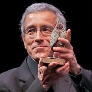 Photo: Father Francisco de Roux from Magdalena Medio region in Colombia receives The Fondation Chirac Prize for Conflict Prevention, 2012