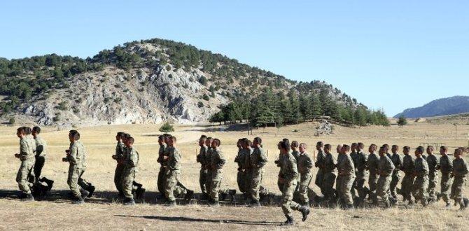 Isparta Eğirdir Dağ Komando Okulu ve Eğitim Merkezi Komutanlığı'nda zorlu eğitim