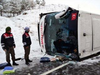 Yozgat'ta yolcu otobüsü devrildi: 1 ölü 21 yaralı