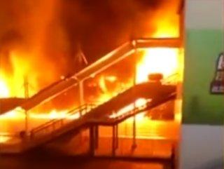 Çin'de tren istasyonunda yangın