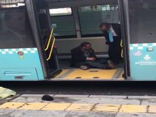 İstanbul'da otobüsten inmeyen tinerci sürücüyü çileden çıkarttı