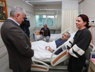 Başbakan'dan sürpriz hastane ziyareti