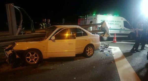 İzmir-İstanbul Otoyolu'nda feci kaza! Otomobil bariyere ok gibi saplandı: 3 ölü,2 yaralı .