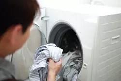 乾燥機で乾かした洗濯物が臭い!? 意外な理由と対策方法は