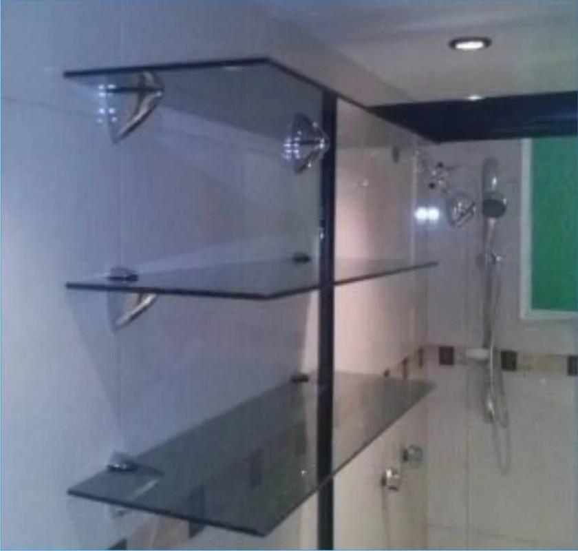 Puertas para ba o soluciones para la nueva arquitectura for Estantes vidrio bano