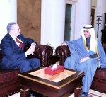 الغانم يستقبل السفير الامريكي لدى الكويت