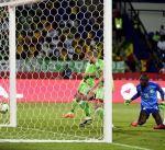 السنغال تطيح بالجزائر خارج أفريقيا وتضرب موعدا مع الكاميرون في ربع النهائي